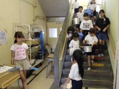 新1年生も牛乳パックリサイクルに挑戦 6月17日