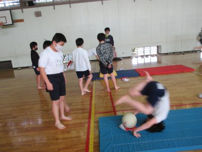 体育 マット運動 5年生