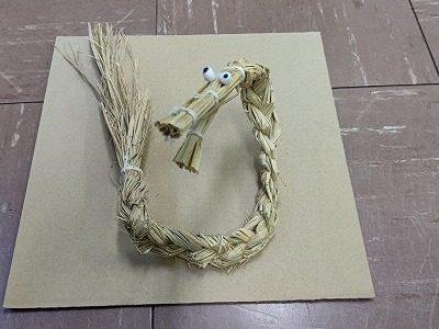 安行小4年総合「ミニ蛇造り」に挑戦(9)
