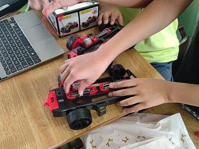 4年生総合「わたしたちの未来とロボット」(4)ロボット材料そろえ
