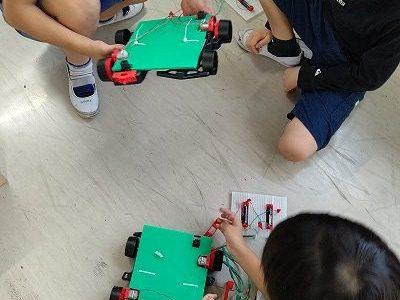 4年総合「わたしたちの未来とロボット」(6)レスキューロボットの組み立て 10月11日~15日